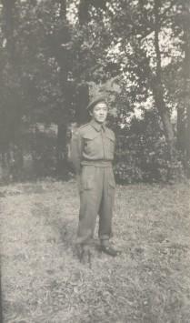 Marshall Chow portant l'uniforme de l'armée canadienne.