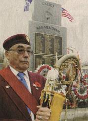 Samuel Hearns au monument à London, novembre 2002. Samuel a servi au Vietnam et à Chypre.