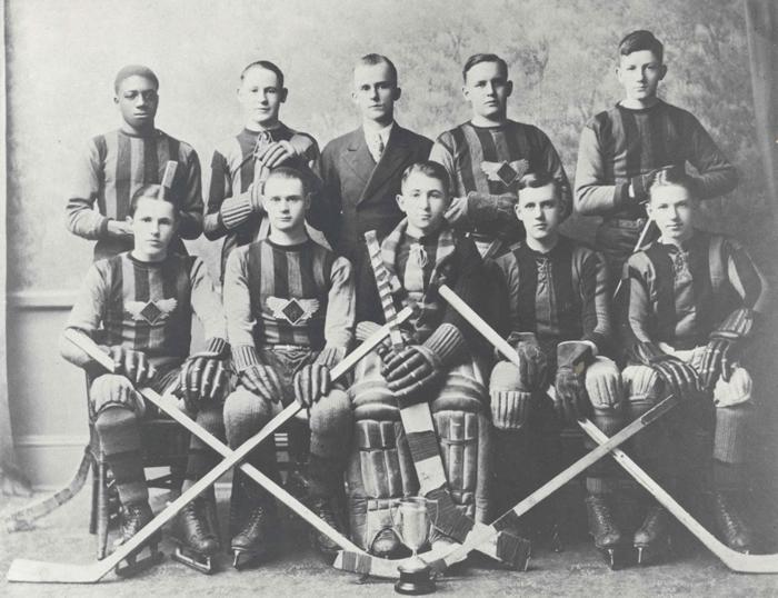 Wolfville High School Hockey Team 1928–29