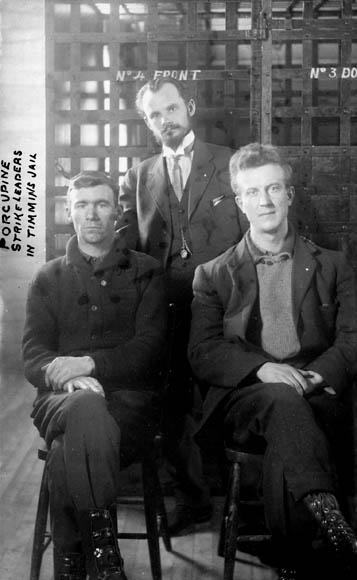 Les dirigeants de la grève de Porcupine à Timmins, Ontario, 1913.