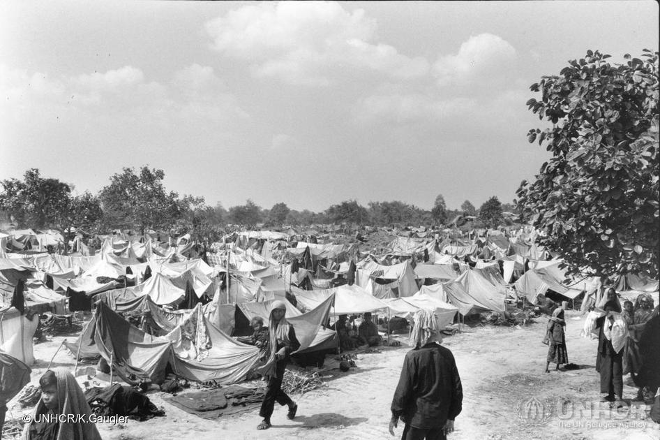 Cambodian refugees camp in Thailand