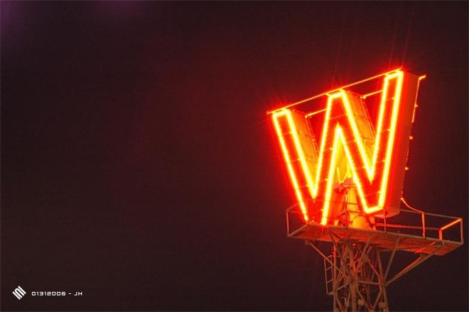 L'enseigne « W » de Woodward