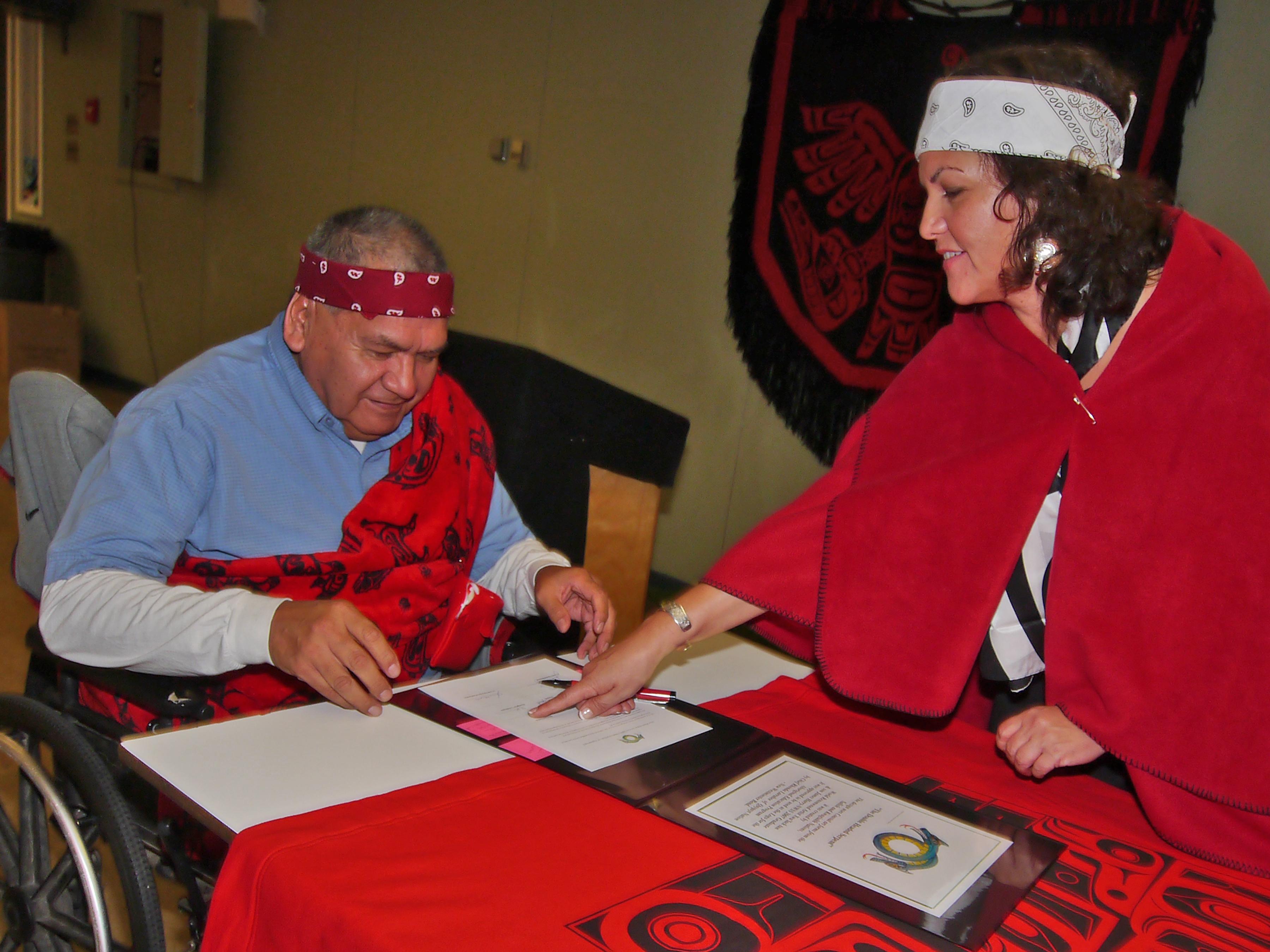 Signature de l'entente visant à améliorer l'éducation des Autochtones