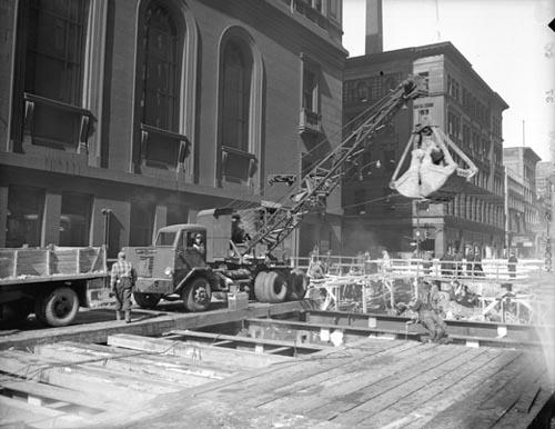 Construction du métro de la rue Yonge, 8 novembre 1949