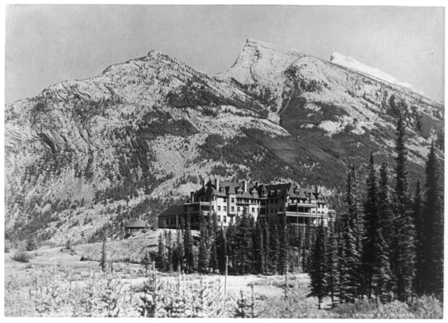 Banff Springs Hotel in 1902