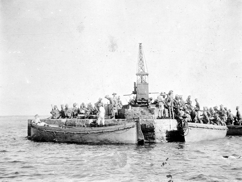 Soldats canadiens sikhs dans la mer Rouge durant la Première Guerre mondiale