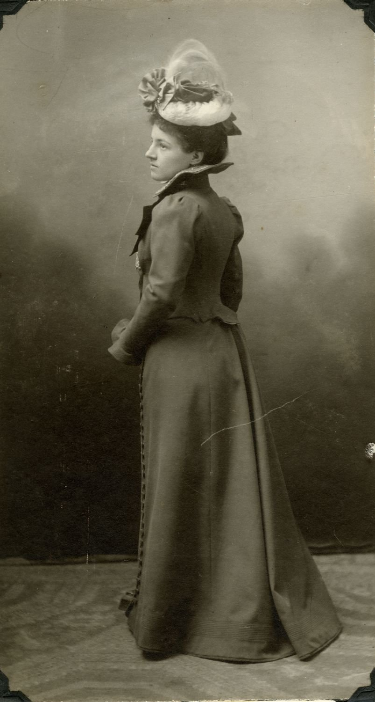 Justine Lacoste, 1899