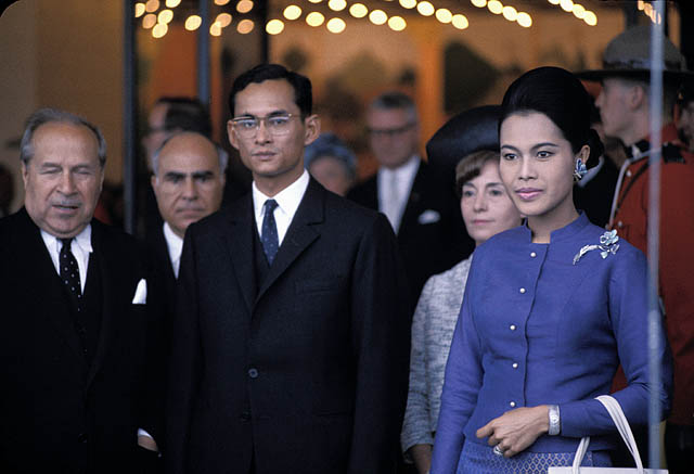 Le roi de la Tha\u00eflande Bhunibol Adulyadej \u00e0 l