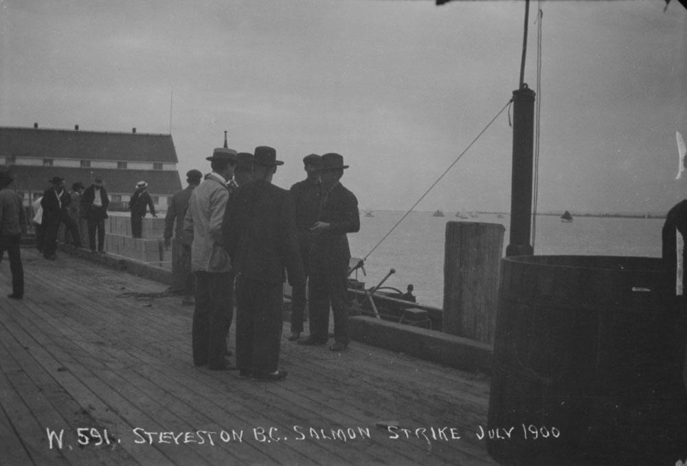 La grève des pêcheurs de saumon à Stevenson, Colombie-Britannique, en juillet 1900.