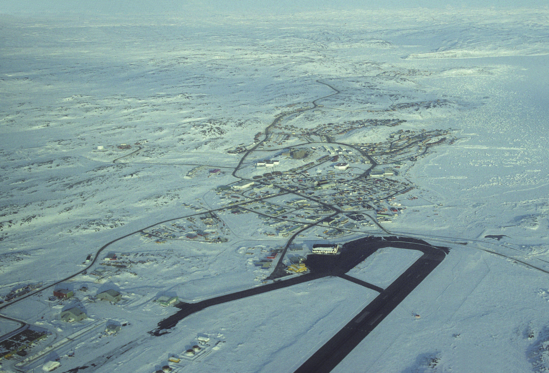 Vue aérienne d'Iqaluit (Nunavut)