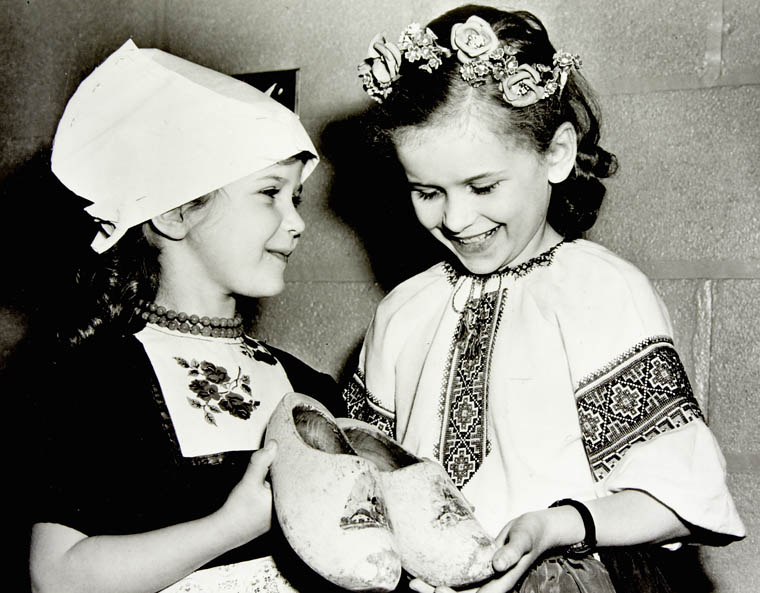 Petites filles hollandaise et ukrainienne