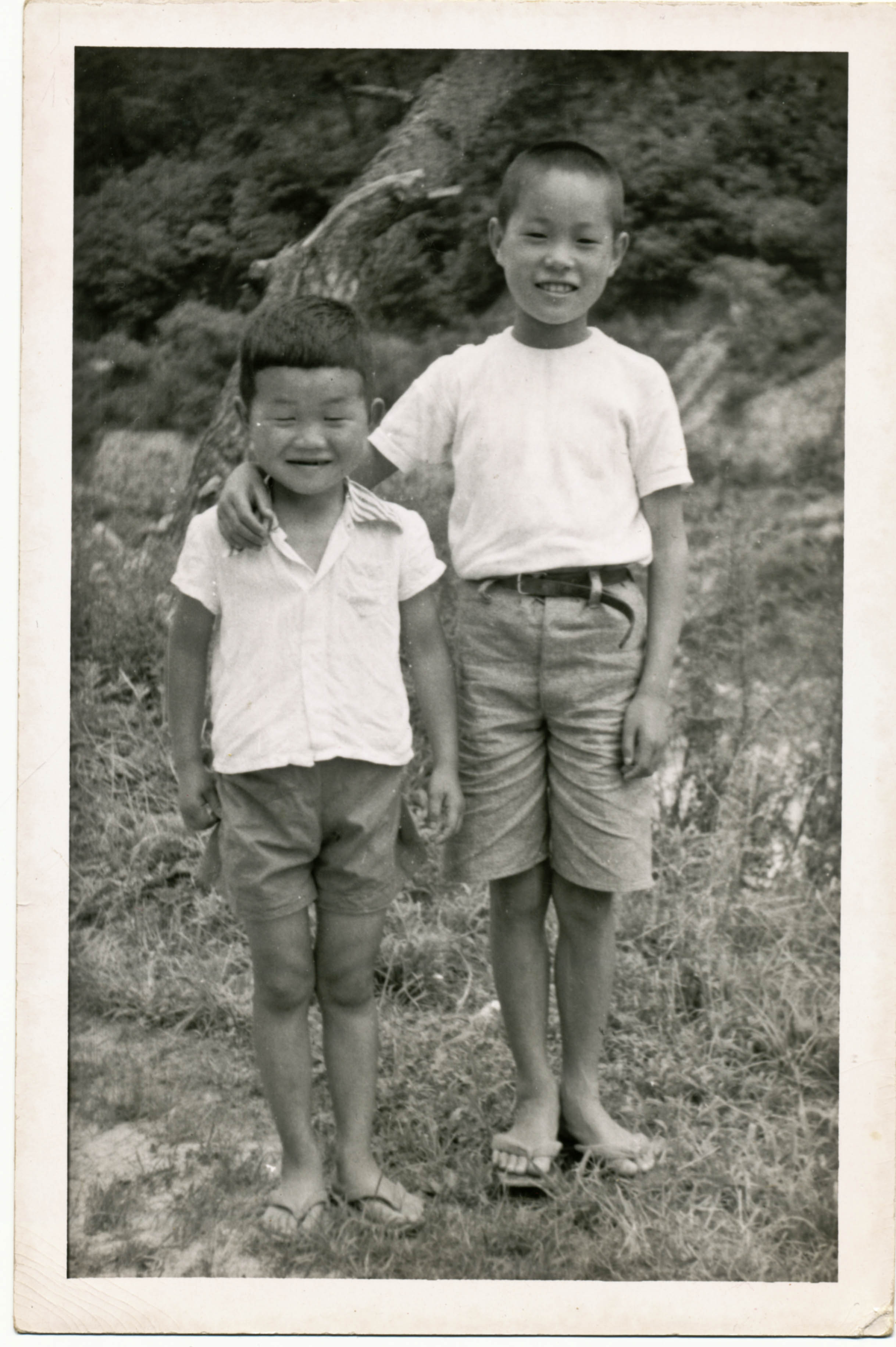 Two young children, who Peter Chisholm came across on patrol during the Korean War.