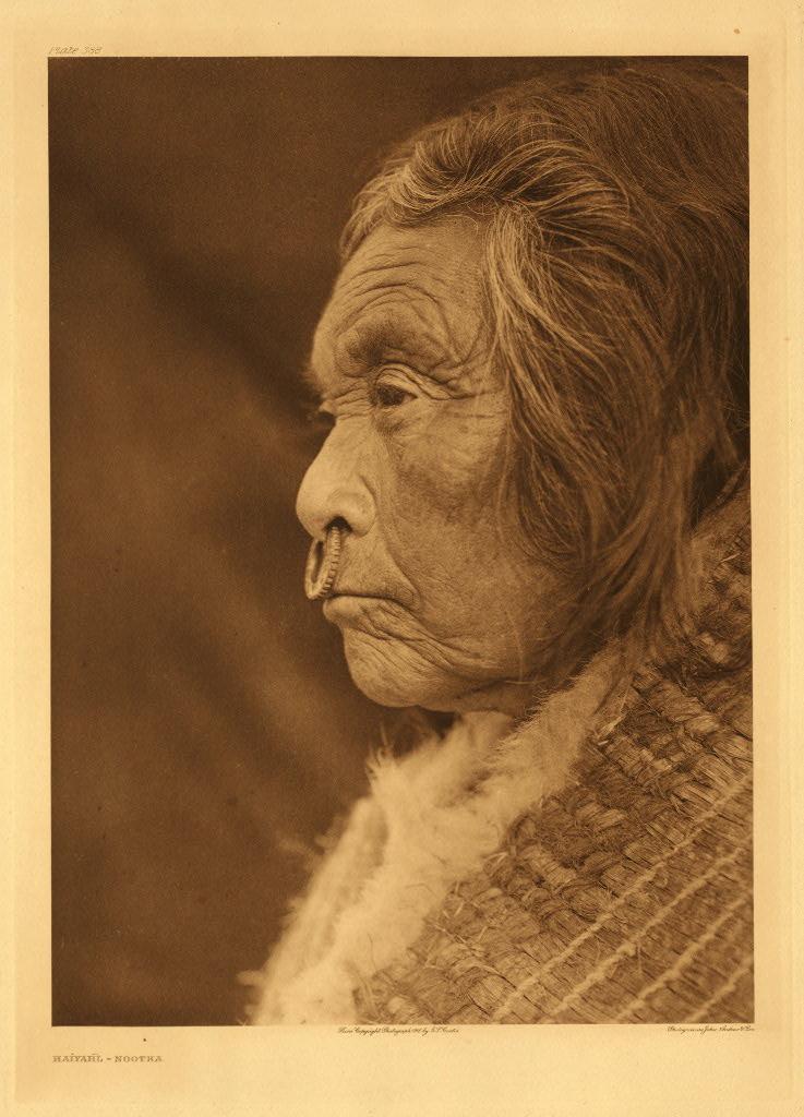 Femme Nuu-chah-nulth