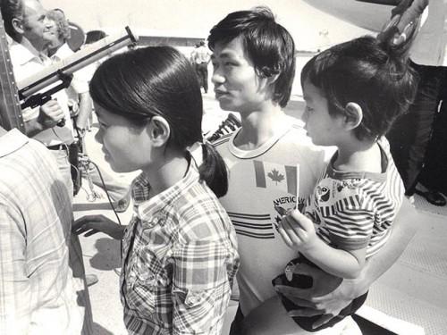 Accueil des réfugiés de l'asie du sud-est à la base militaire de Griesbach, août 1979