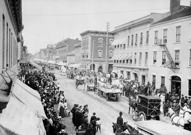 Défilé de la fête du Travail, Belleville, 1913
