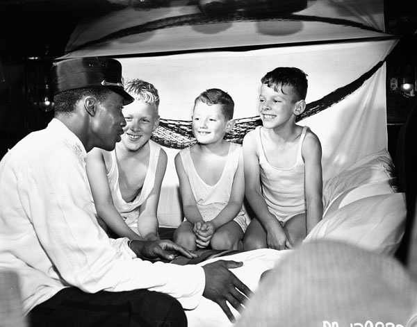 A sleeping car porter in Montreal, with Danish children, 1947.