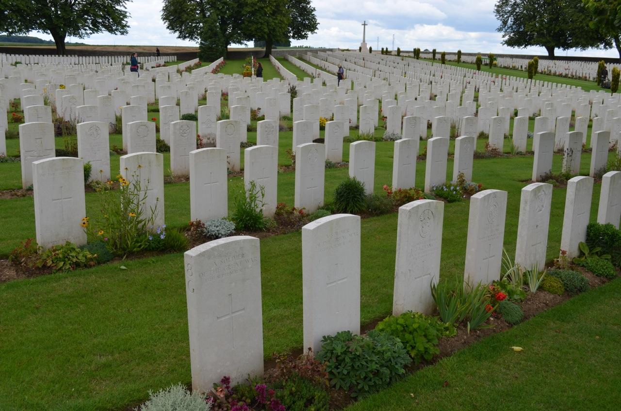 Le cimetière militaire de Cabaret-Rouge, en France