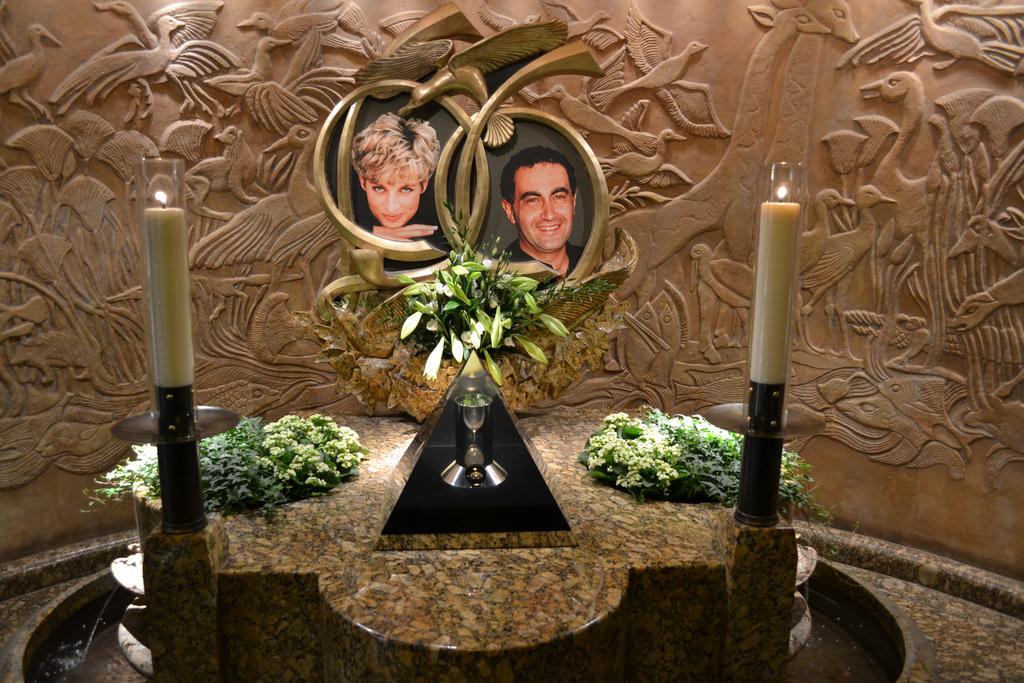 Memorial to Diana, Princess of Wales, and Dodi Al-Fayed at Harrods