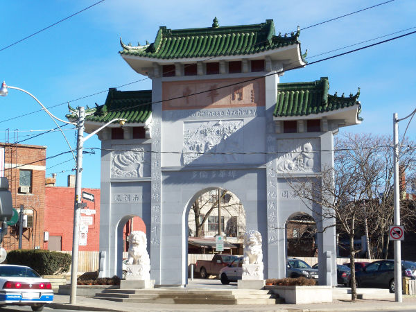 L'arcade Zhong Hua Men du quartier chinois de l'est