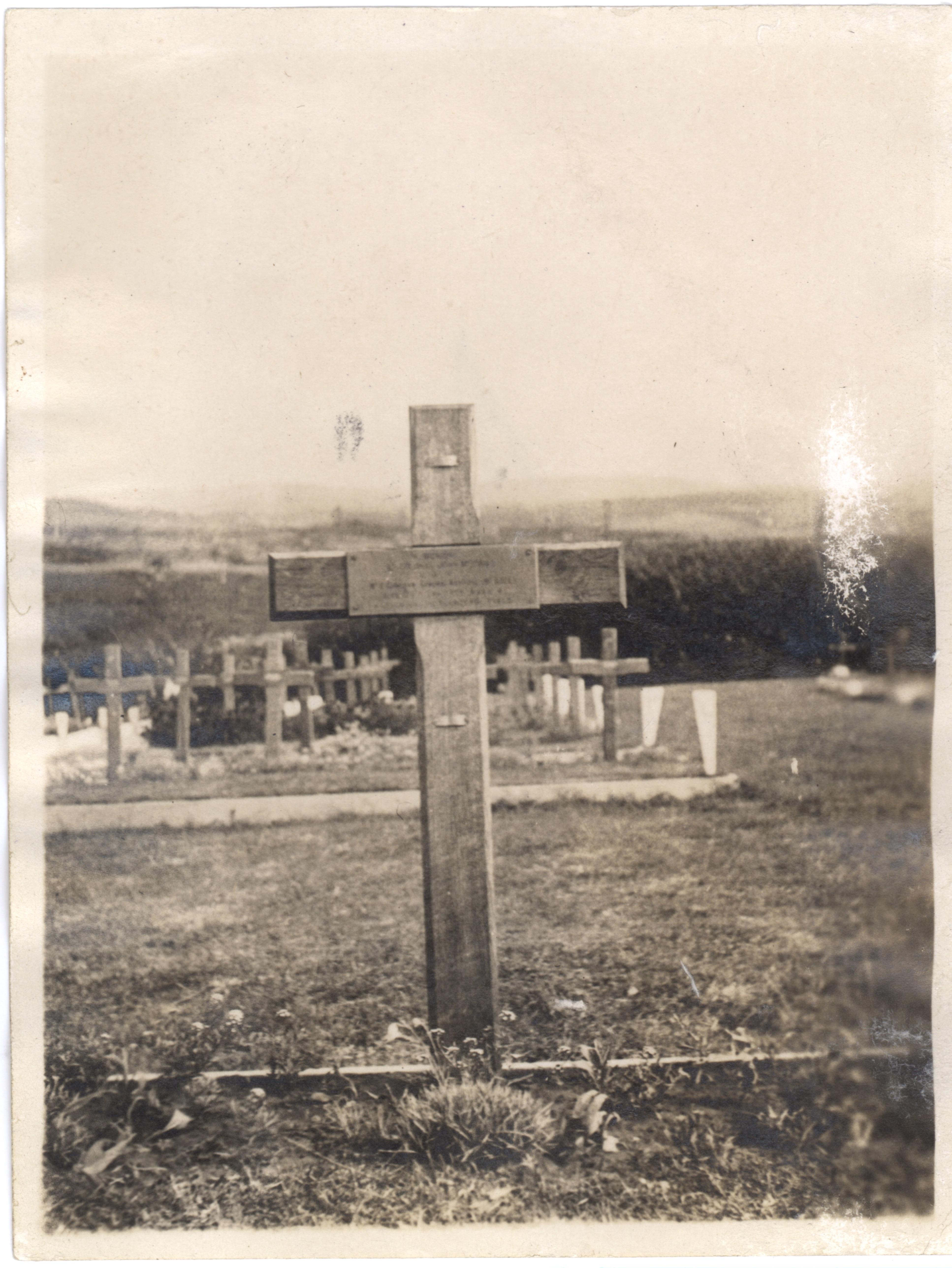 La tombe de John McCrae au cimetière de Wimereux, 1925