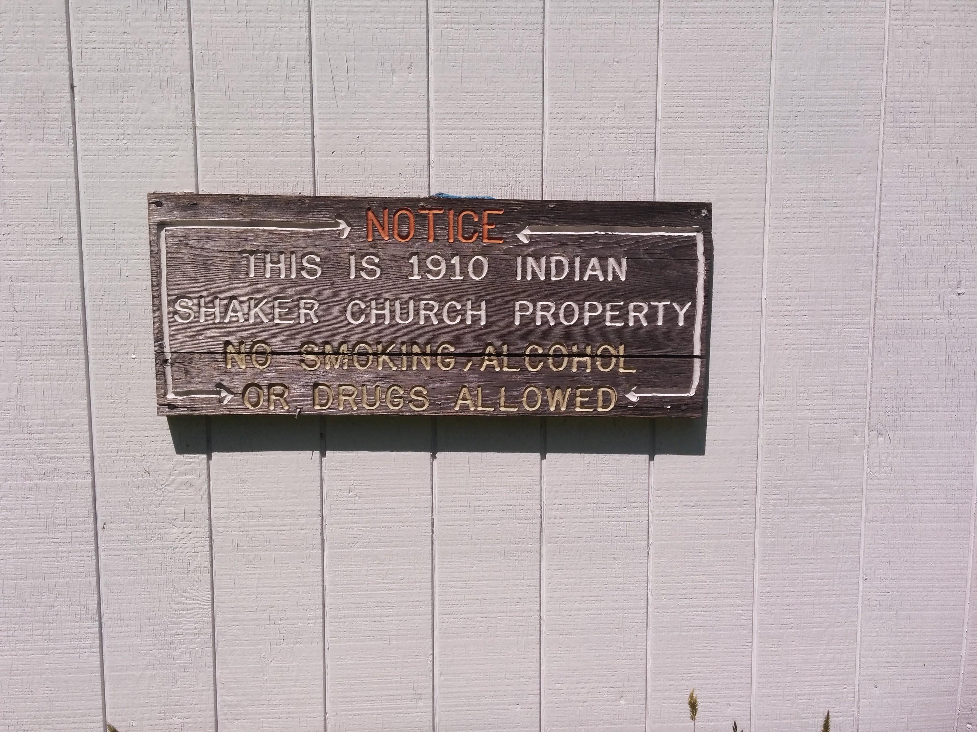 Sur un mur de l'Indian Shaker Church à Mud Bay, 2015