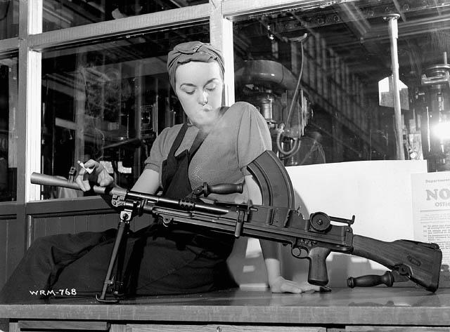 La fille au fusil-mitrailleur