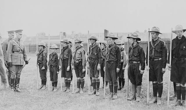 Brigadier-General E.A. Cruikshank reviewing a group of Boy Scouts in Calgary, Alberta, 1915.