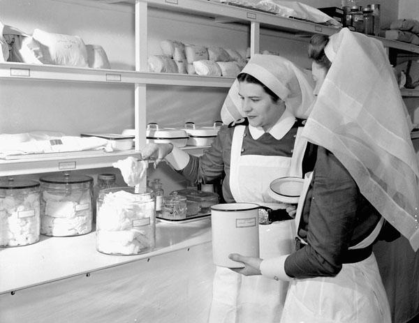 Infirmières militaires à l'hôpital de la marine royale canadienne