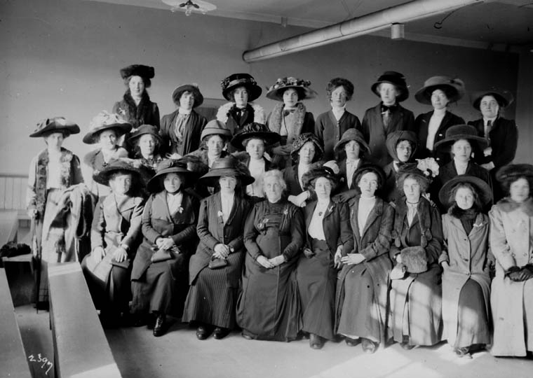 Immigration Centre workers, Quebec, circa 1911