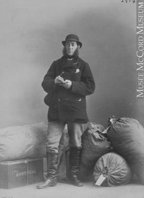 M. Wamsley, un postier à Montréal, Québec, en 1867.