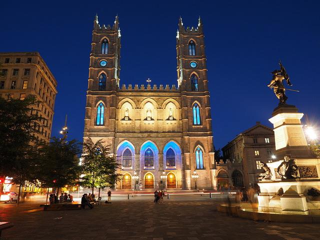 Basilique Notre-Dame de Montréal de nuit