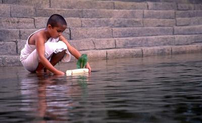 Sarala dans le rôle de Chuyia, dans « Water » réalisé par Deepa Mehta.