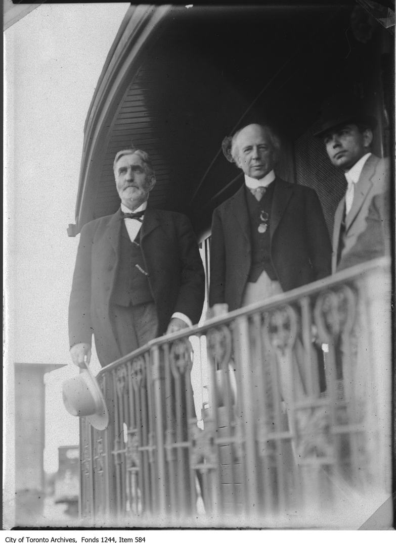 Sir Wilfrid Laurier au départ de Simcoe, Ontario, vers 1910