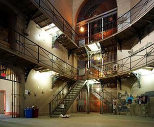 Don Jail, Interior