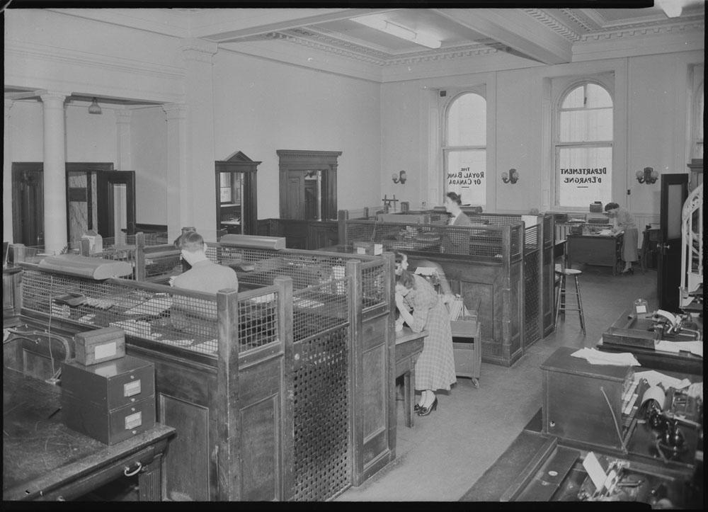 Interior of the Royal Bank of Canada, Québec, Québec, 8 April 1949.