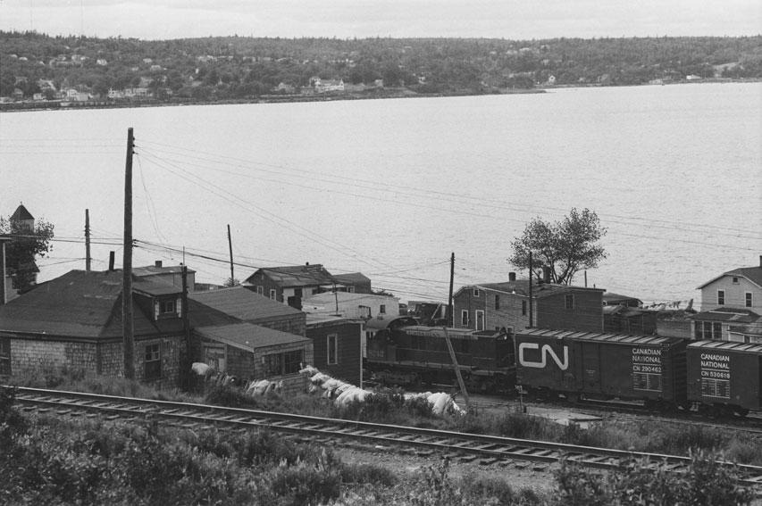 Train de marchandises du Canadien National traversant Africville, 1965.