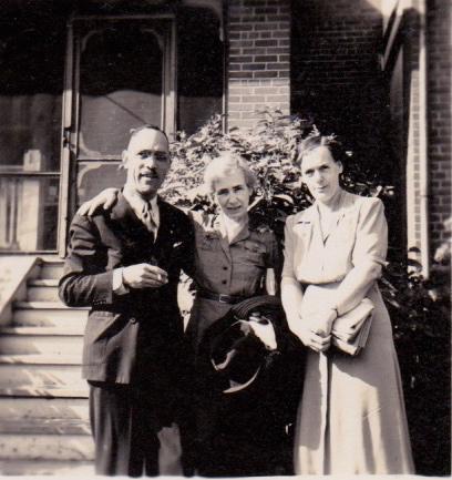 Charles Lightfoot Roman et Jessie Roman avec une amie