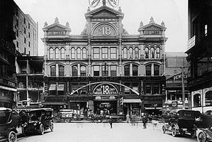 Yonge Street Arcade, Exterior