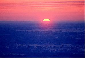 Coucher de soleil sur la glace polaire