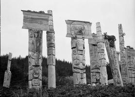 Mâts commémoratifs Haida Gwaii