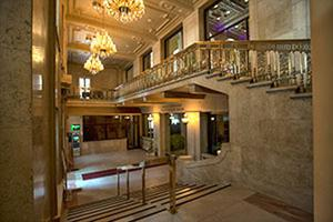 One King West, Entrance
