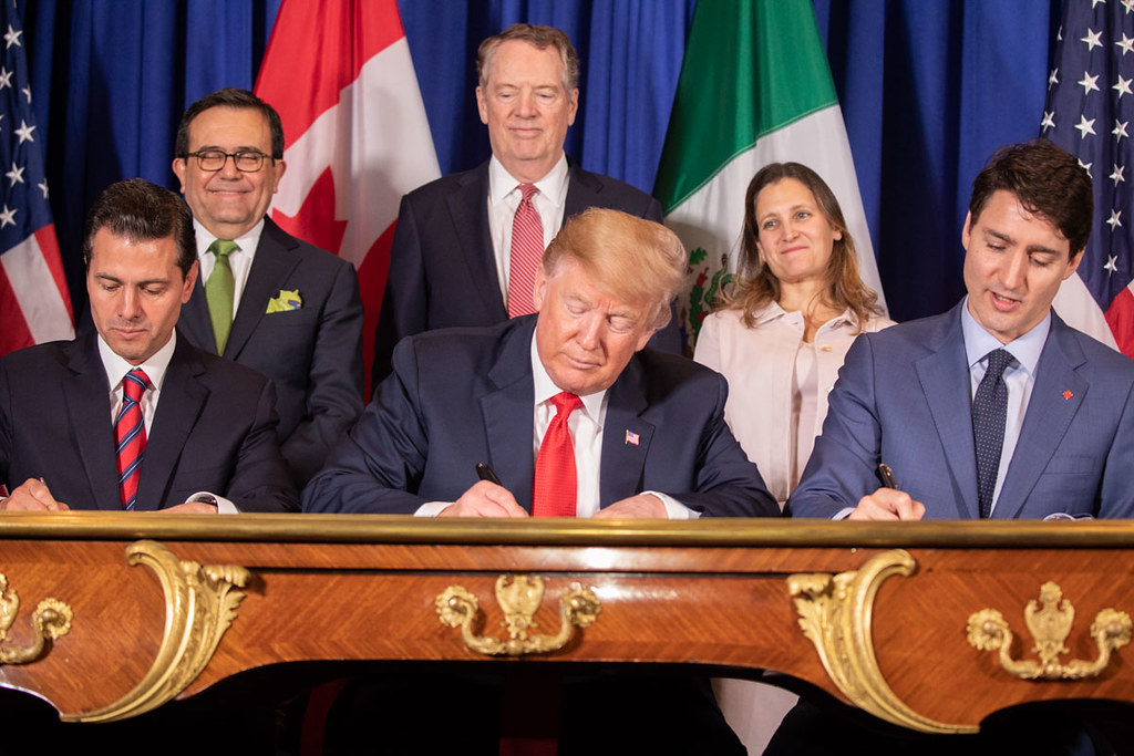 Photo of North American leaders signing CUSMA