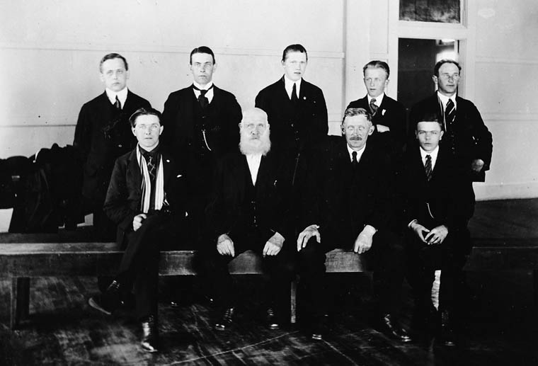Des immigrants danois en route vers l'Ouest du Canada, à Québec, vers les années 1920