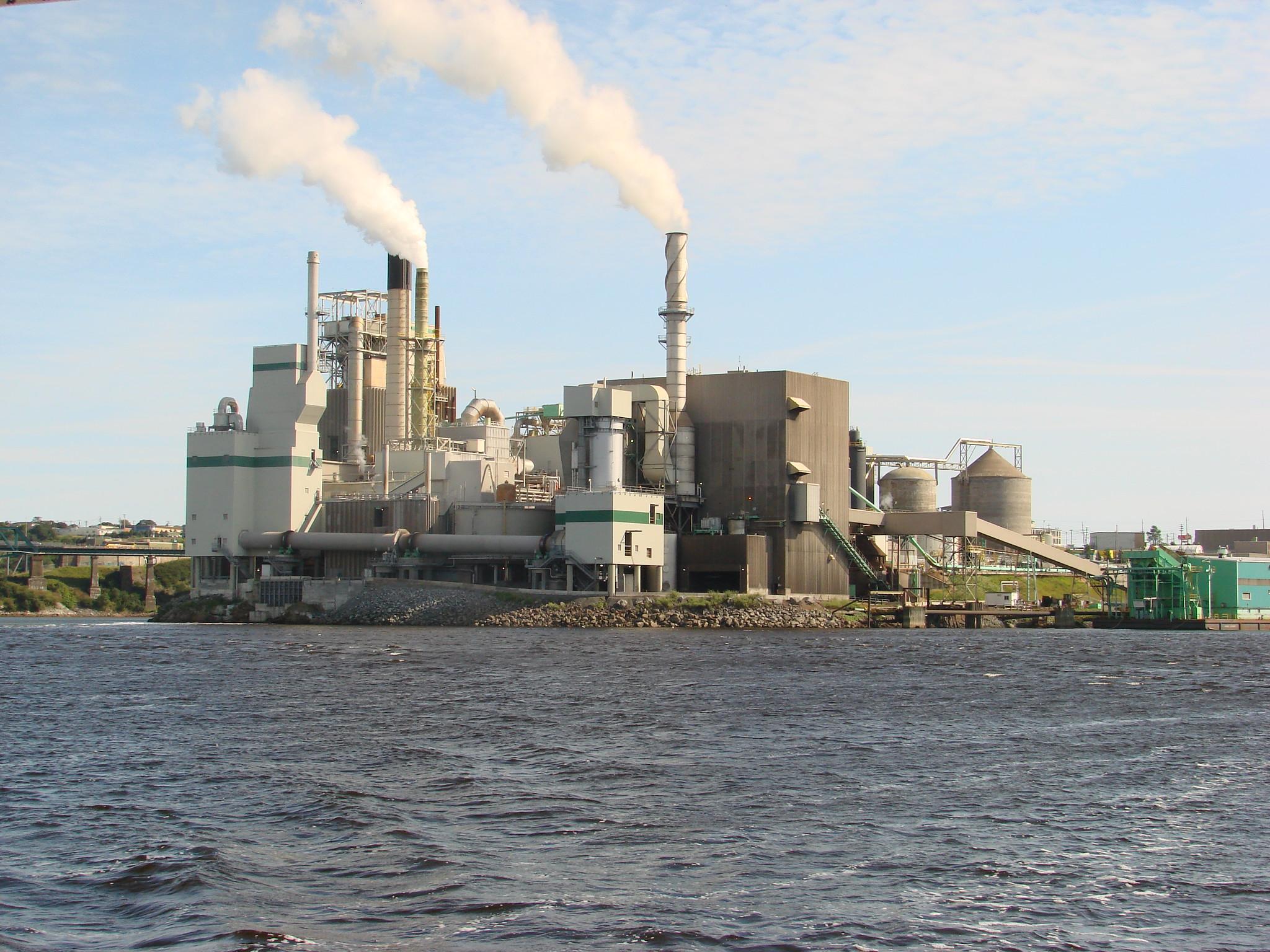 Photo de l'usine des Pâtes et Papier Irving