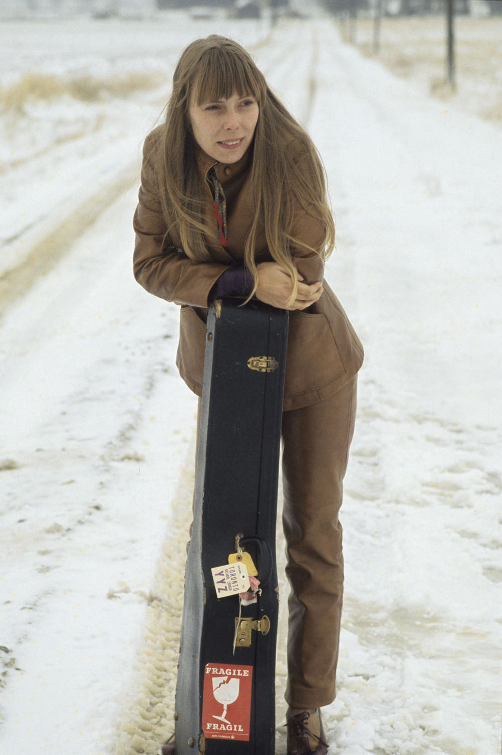 Joni Mitchell with her guitar in a case, 11 January 1969
