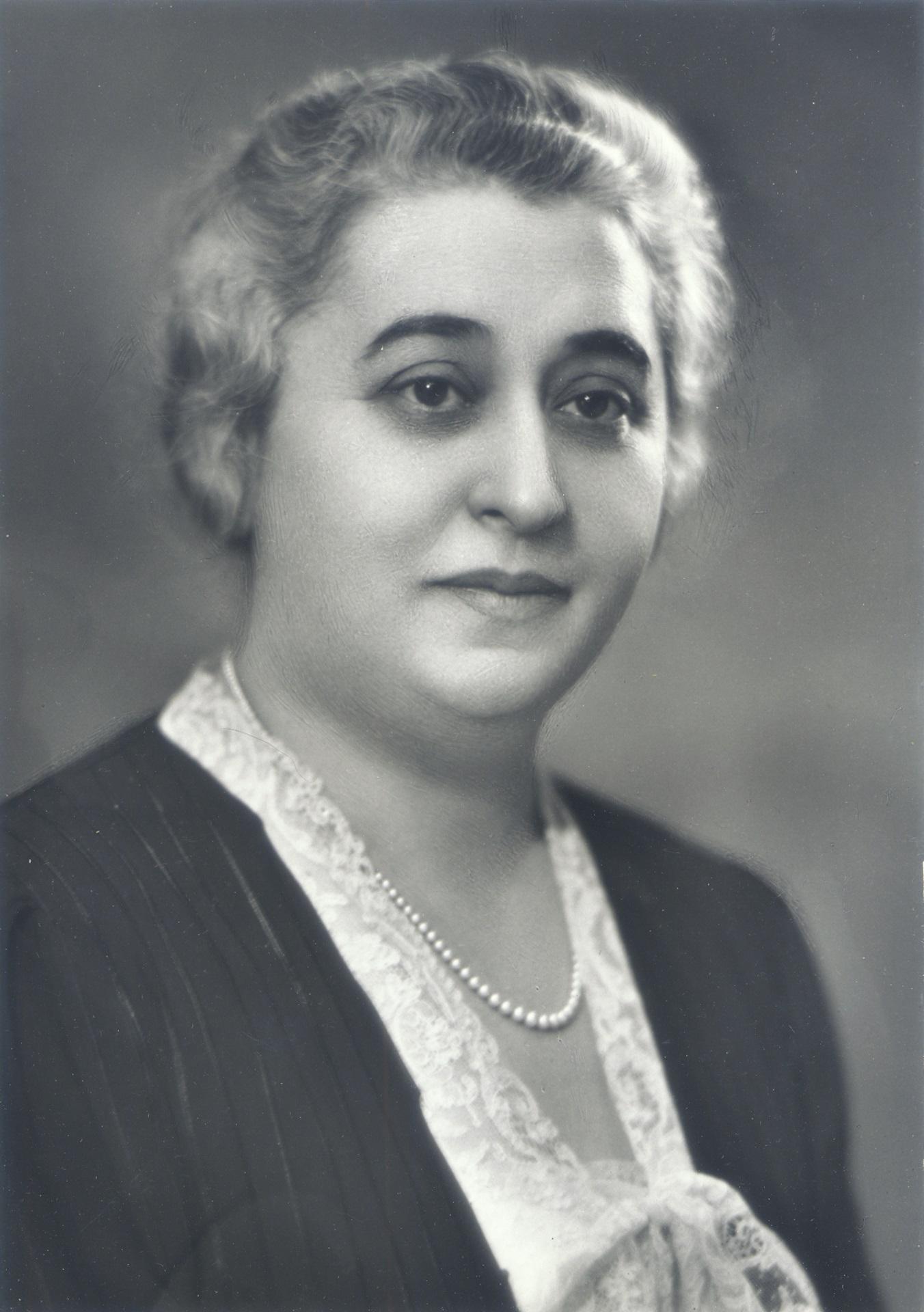 Photographic portrait of Lillian Freiman