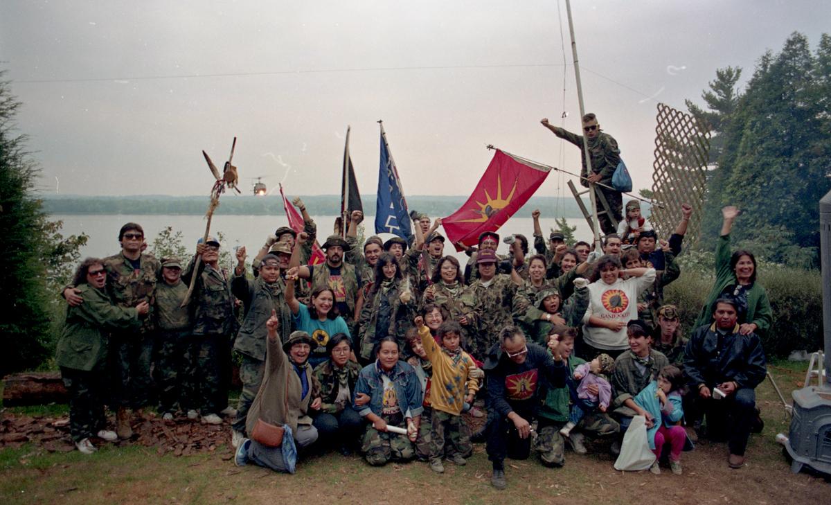 groupe-de-mohawks-a-kanesatake-1990