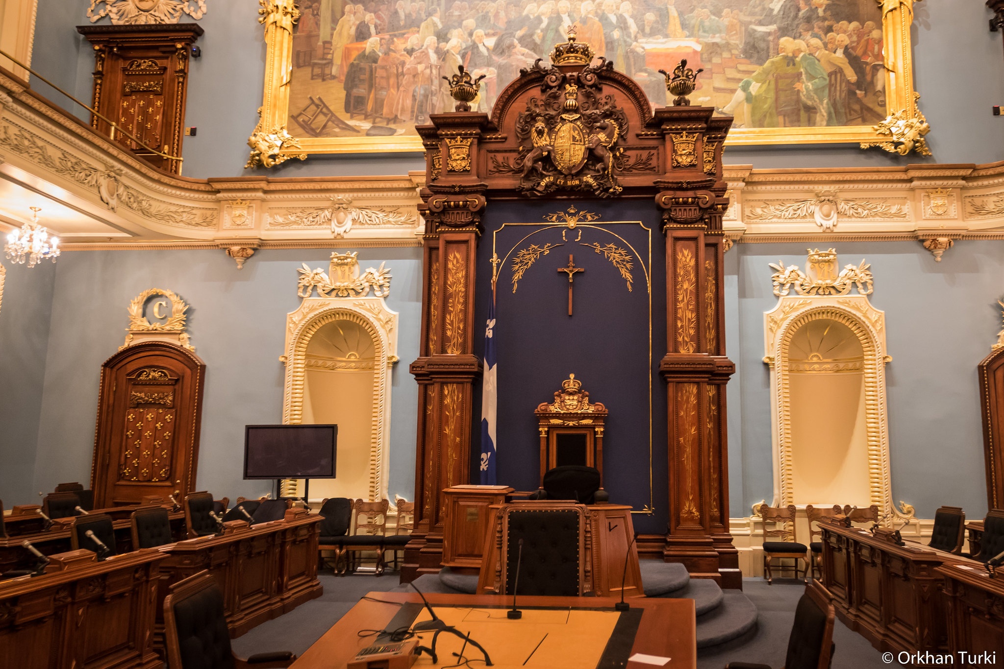 Photo showing the crucifix formerly hung above the Speaker's chair in the National Assembly
