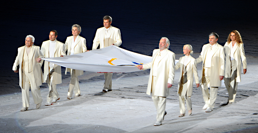 2010-olympic-winter-games-flag-bearers