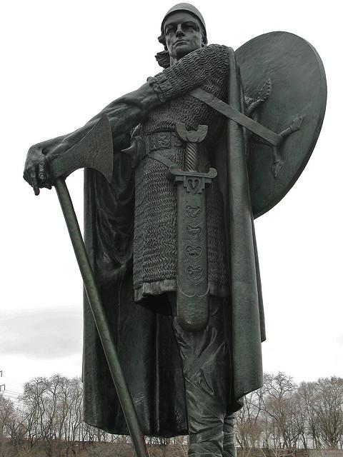 Photograph of a statue of Thorfinn Karlsefni